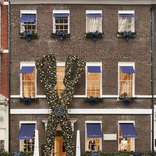 Hackett's flagship store.  New heat pump VRV systems, Ventilation systems, new plumbing services for toilet block and reconfiguration of existing heating systems.